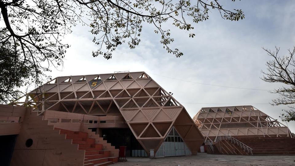 A total of 27 halls and pavilions including 23 state pavilions, six ministry pavilions, eight halls (No. 1-6, 14 and 15) are to be razed. However, air-conditioned exhibition halls (7A-H, 8,9, 10,11,12,12A &18) will not be demolished and the annual IITF for 2017 and 2018 will be held in these halls, the ITPO officials said. (Arvind Yadav/HT PHOTO)