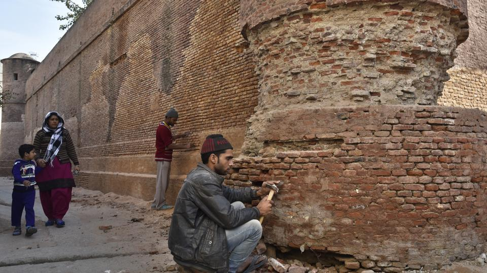 Restoration of Bawana jail undertaken by state archaeological department is on in full swing. (Sushil Kumar/HT PHOTO)