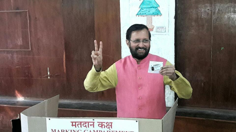 Union minister Prakash Javadekar casts his vote in Pune. (ht photo)