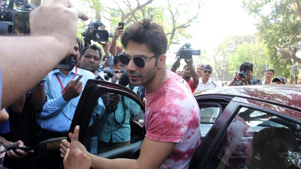 STYLE STATEMENT:After film promotion, actor Varun Dhawan takes the poll position. (Prodip Guha /HT Photo)