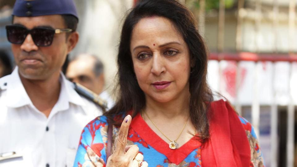 STANDING TALL: Actor Hema Malini didn't mind sparing a minute for the cameras. (Prodip guha/HT photo)
