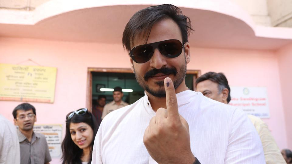Actor Vivek Oberoi after casting his vote at Iskon temple near Juhu in Mumbai. (Prodip Guha/ht photo)