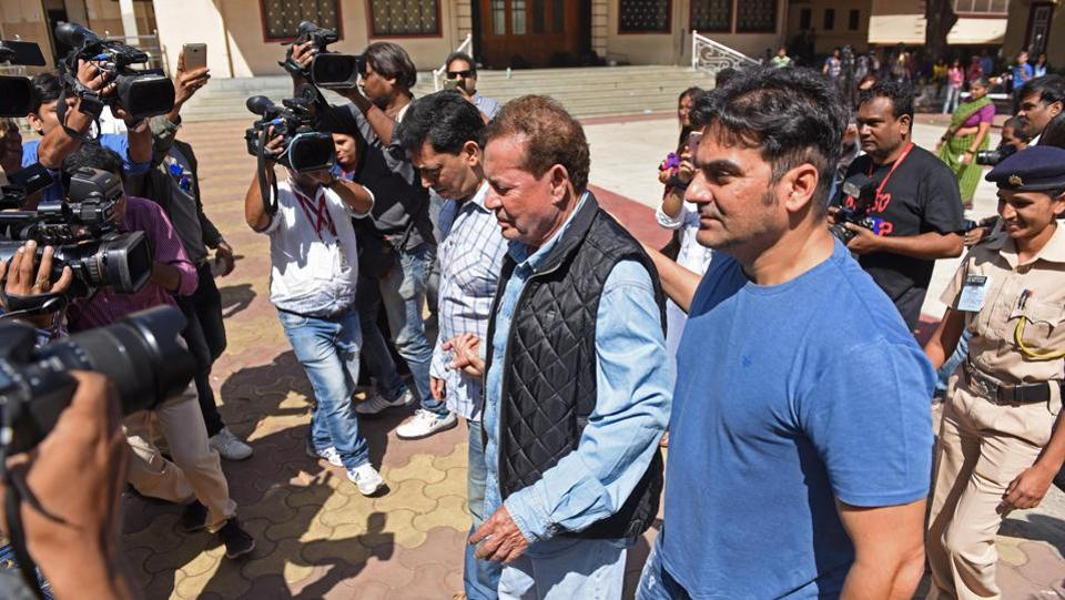 KHAN DO IT:  Actor Arbaaz Khan accompanies his father Salim Khan. (Pratik Chorge/HT PHOTO)