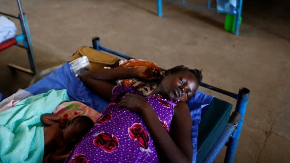 A woman with her child in the paediatric ward of a hospital in the United Nations Mission. (REUTERS Photo)