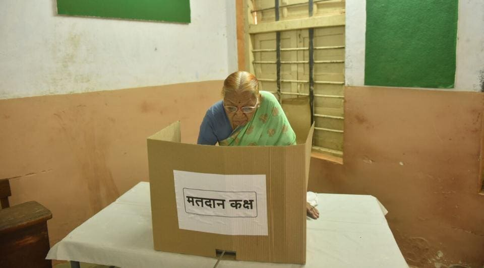 Senior citizens were among the first few voters at most booth, including this one at Goregaon. (Pratham Gokhale/HT PHOTO)