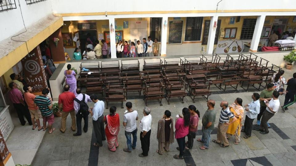A scene at a polling station in Bhandup. (Pratik Chorge/HT PHOTO)