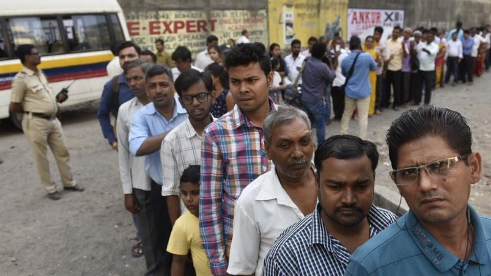 Polling booths in several parts if the city, like this one in Chandivli, saw long queues. (Satish Bate/HT PHOTO)