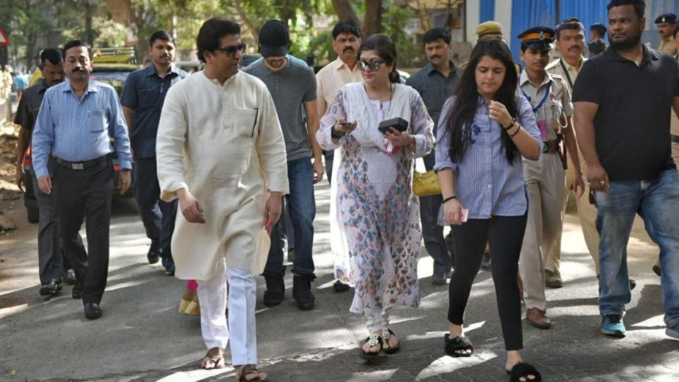 MNS chief Raj Thackarey outside the polling booth with his family. (Pratik Chorge/HT PHOTO)