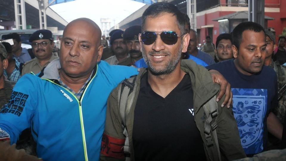 MS Dhoni  travelled with the Jharkhand team from Ranchi to Kolkata in train ahead of the  Vijay Hazare Trophy.