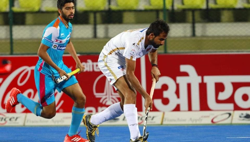 Action during the Hockey India League match between Uttar Pradesh Warriors and Dabang Mumbai in Lucknow on Wednesday.