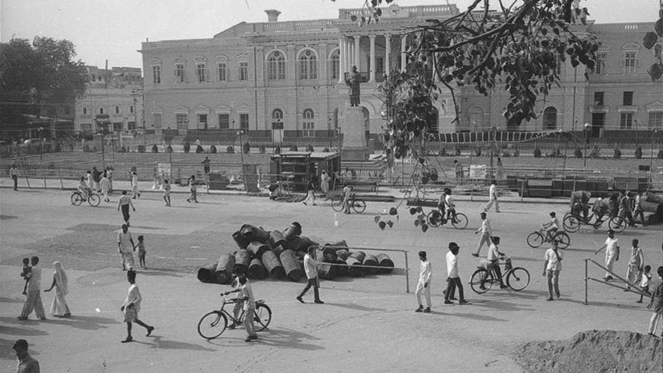 Town Hall in Chandni Chowk in 1970 wore a decongested look.