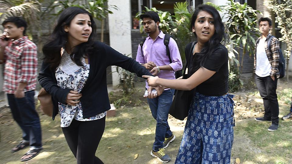 Teachers, students and journalists were allegedly assaulted during clashes at Delhi University campus. (Raj K Raj/HT PHOTO)