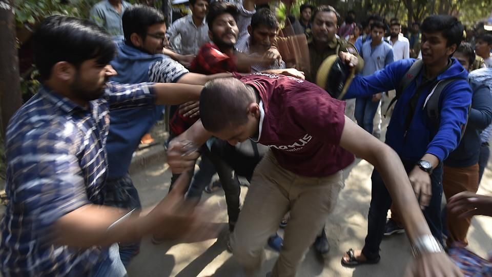 Clashes began on Wednesday as some DU students, led by members of AISA and SFI, took out a march on Wednesday demanding action against the ABVP members who had disrupted Ramjas Literary Society function a day ago. (Raj K Raj/HT PHOTO)