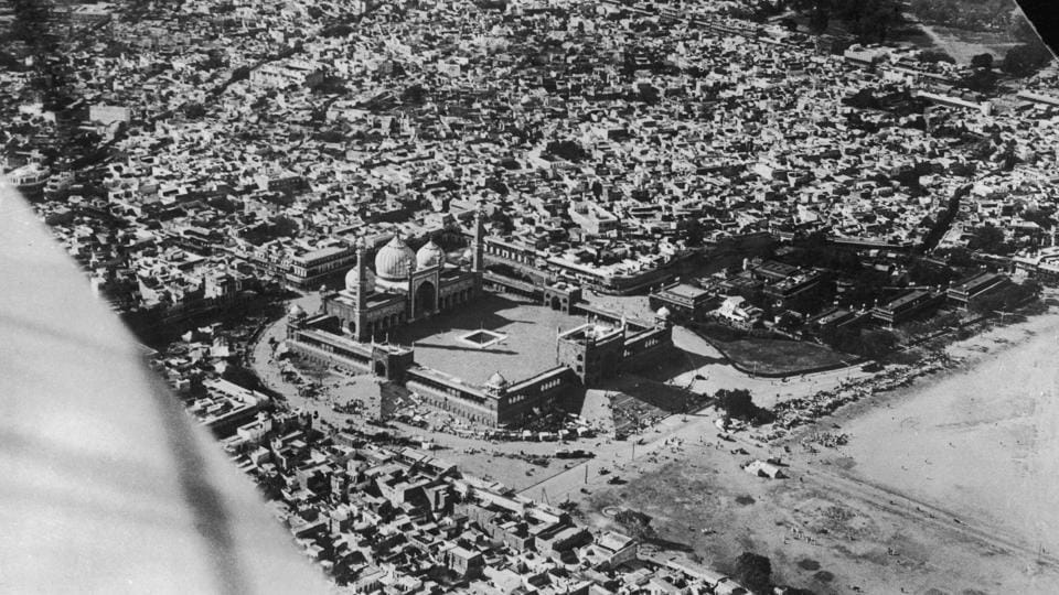 An aerial shot of the Jama Masjid surrounded by the old city in 1933. (Getty Images)
