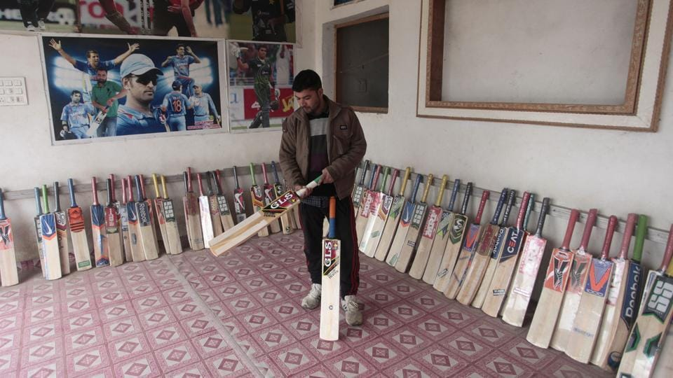 Ready to be sold, bats on display in the local sporting goods shops.  (Waseem Andrabi  / HT Photo)