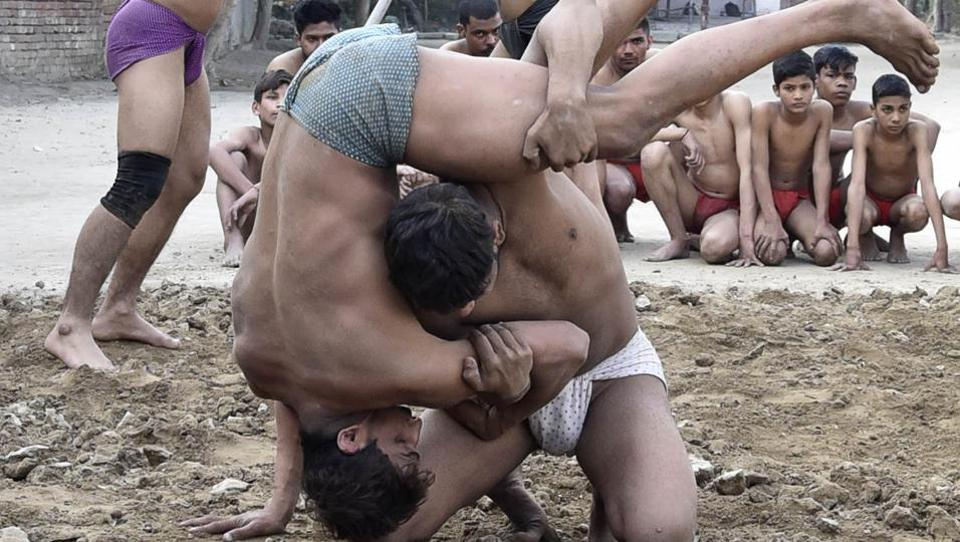 'Kushti' in progress at Krishan Pehalwan Akhaara (P and T) facility in on Wednesday. (Gurpreet Singh/HT Photo)