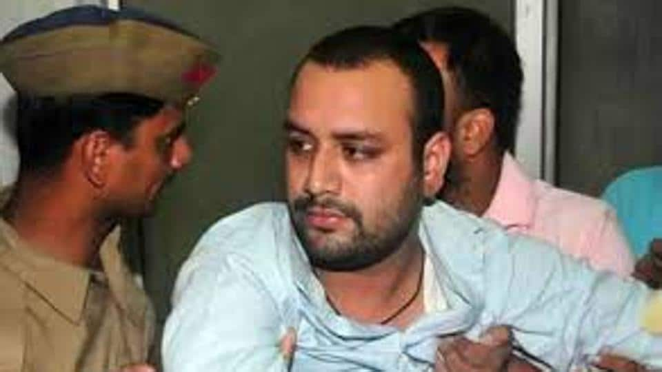 Samajwadi Party onThursday expelled party rebel Aman Mani Tripathi, facing a CBI probe in death case of his wife, for contesting as an Independent against its official candidate.