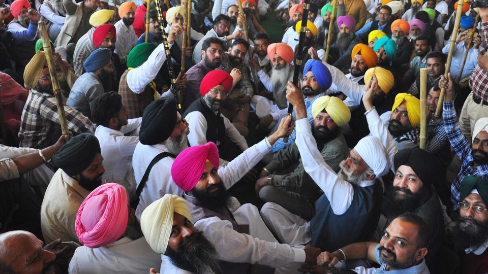 Lok Insaf Party leaders Balwinder Singh Bains and Simarjeet Singh Bains along with supporters of All India Sikh Students Federation at at Sirhind Road grain market in Patiala.