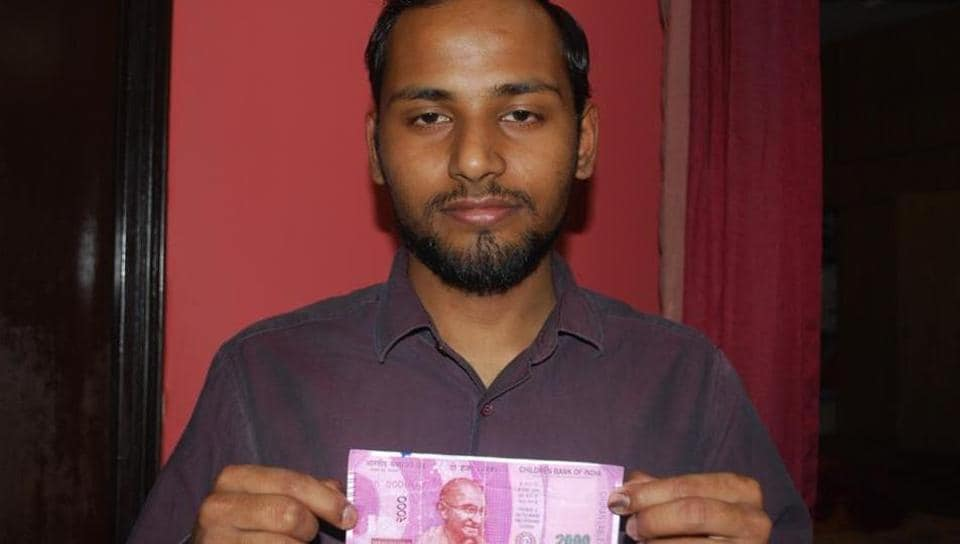 Fake note,Rs 2000 currency,churan label