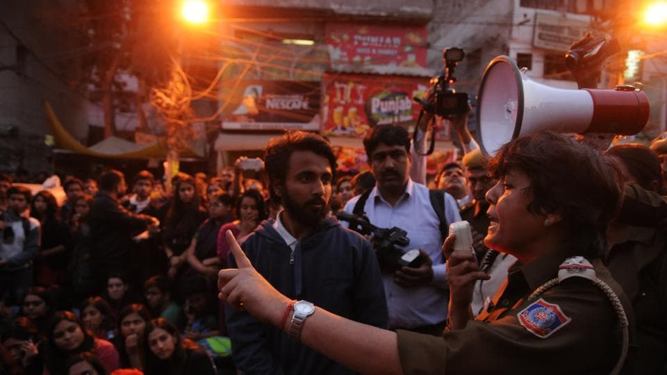Supporters of the Akhil Bharatiya Vidyarthi Parishad (ABVP) protested outside Maurice Nagar police station against All India Students Association (AISA), in New Delhi, India, on Wednesday, February 22, 2017. (Burhaan Kinu/HT PHOTO)