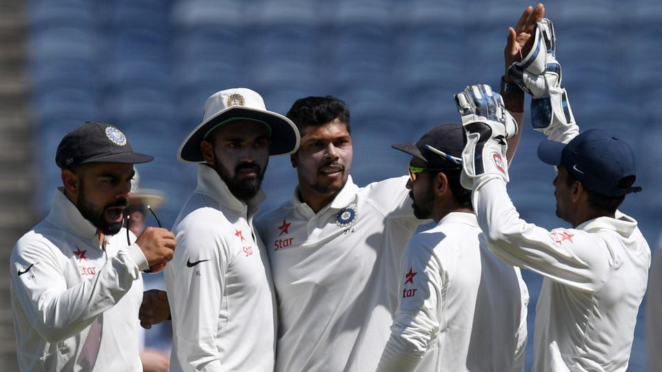 Umesh Yadav's (C) 4/32 reduced Australia to 205/9, but Mitchell Starc's 57* took the team from Down Under to 256/9 at stumps on Day 1 of teh first test in Oune. (AFP)