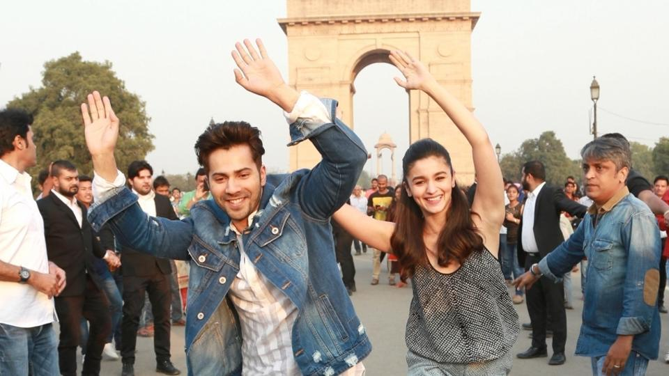 Alia Bhatt and Varun Dhawan perform to the title track of their film Badrinath Ki Dulhania at India Gate, in New Delhi. (IANS)