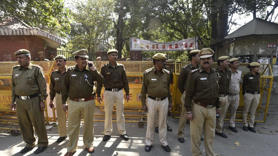 Delhi Police Security deployed at the North Campus in New Delhi. (Vipin Kumar/HT PHOTO)