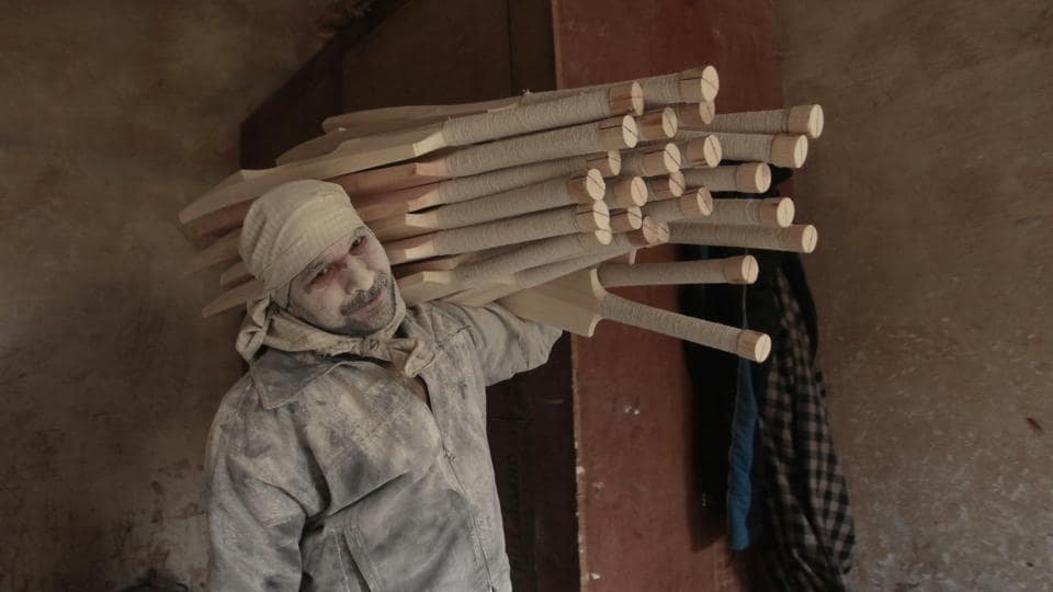 Carrying the semi-finished bats for lamination and polishing. (Waseem Andrabi  / HT Photo)