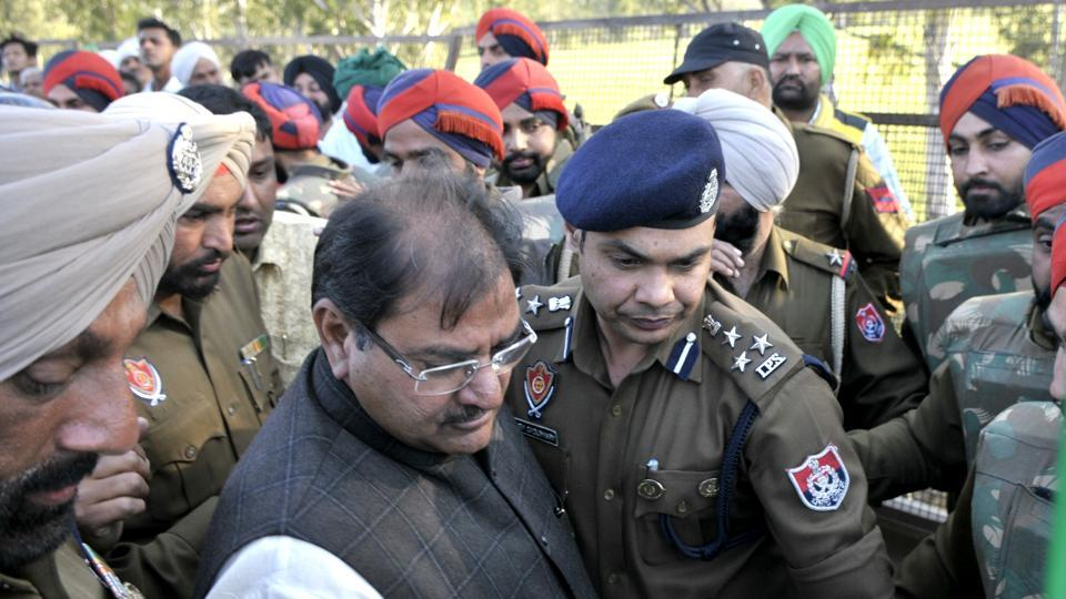 Punjab police arrest the INLD Leader Abhay Choutala along with other party workers at Shambhu Barrier near Ambala in Haryana on Thursday.