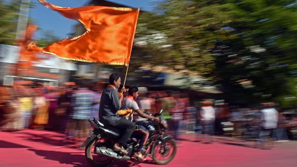 ZOOMING PAST THE RIVALS: Supporters of Sena candidate Suhas Wadkar after his win. (Pratham Gokhale/HT PHOTO)