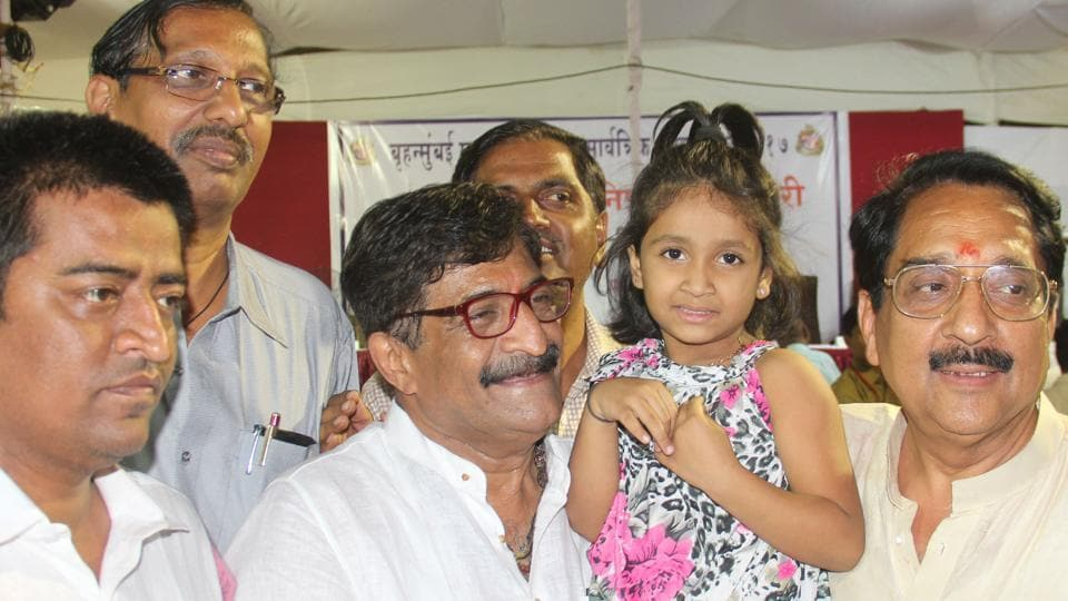 BJP candidate Atul Shah with his lucky girl, Yashika Salunke ( who lifted the lottery chit), and others at the Gilder Road Municipal School at the Grant Road counting centre.