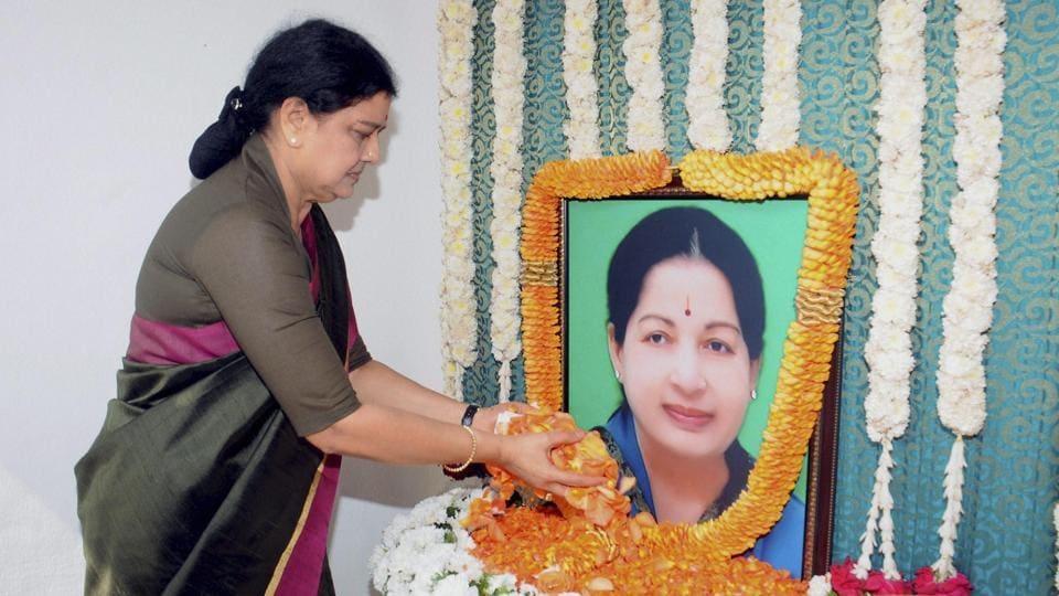 AIADMK general secretary VK Sasikala pays floral tributes to late Tamil Nadu chief minister J Jayalalithaa.