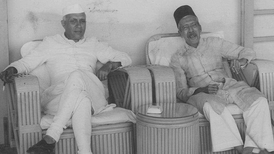 India's first prime minister Jawaharlal Nehru with the Nizam of Hyderabad at Begumpet Airport.