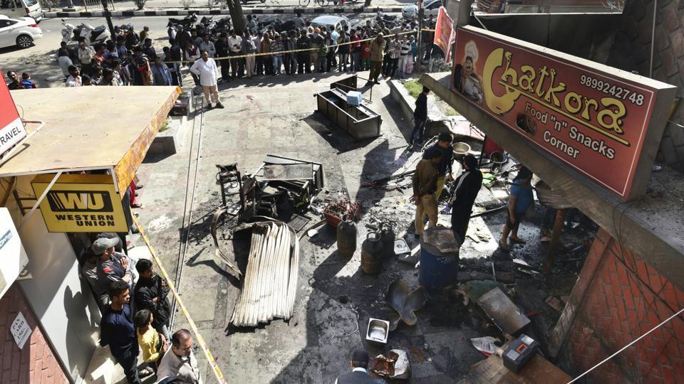 Firemen killed,Delhi Fire Services,Cylinder blast