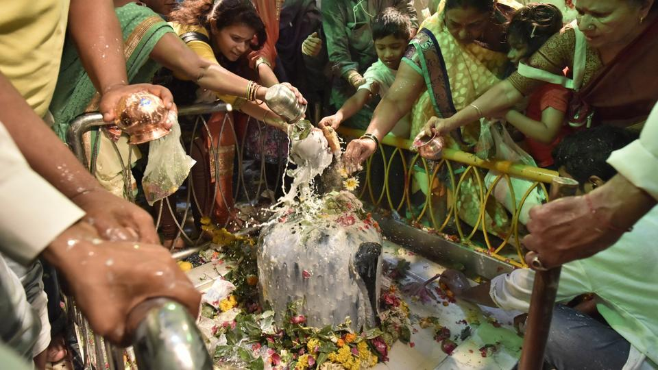Some celebrate the day as the wedding anniversary of Lord Shiva and Goddess Parvati.  (Arijit Sen/HT PHOTO)