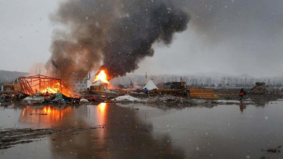 Buildings burn after being set alight by protesters preparing to evacuate the main opposition camp against the Dakota Access oil pipeline near Cannon Ball, North Dakota, U.S. (Terray Sylvester/REUTERS)