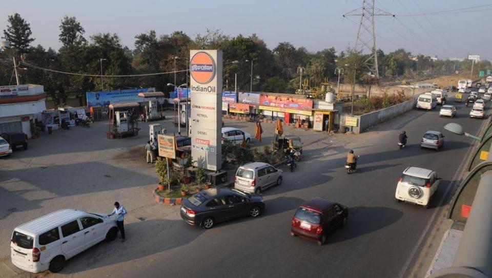 Gurgaon fuel station,Gurgaon underpass construction,underpass on Gurgaon Expresway