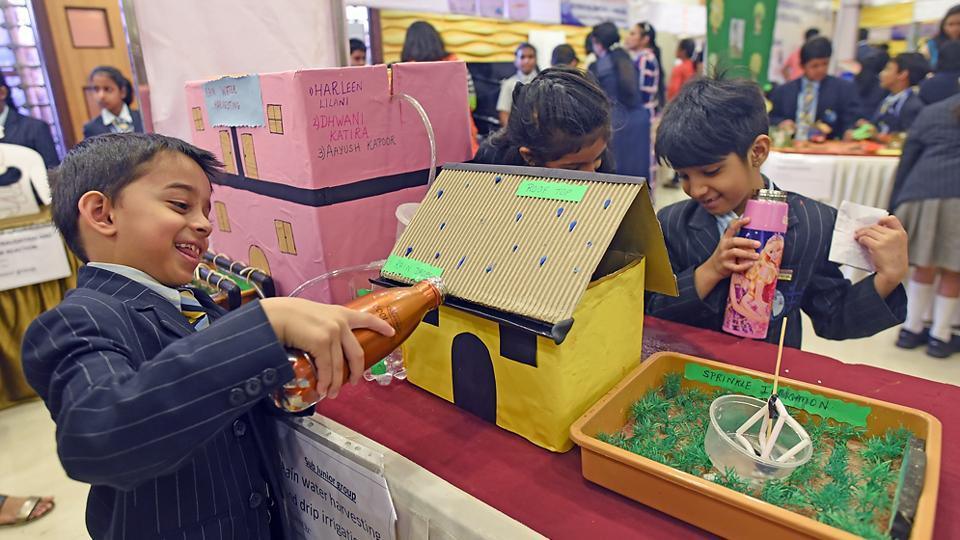 The festival saw around 1,000 students from Classes 1 to 12 participate.  Nearly 300 working models were displayed by the students from around 62 institutes and 15 other IB schools. (Pratik Chorge/HT PHOTO)