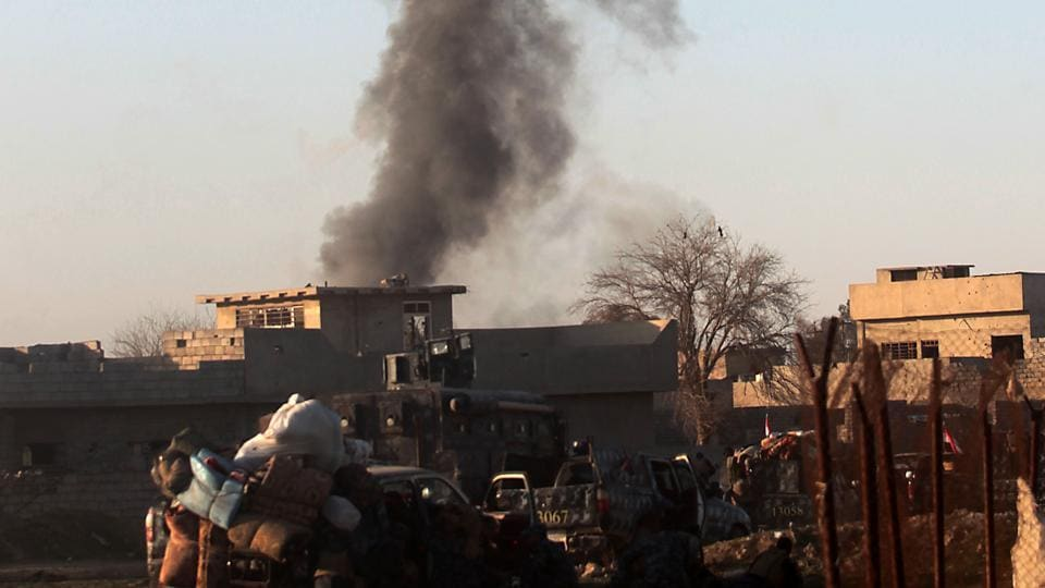 Smoke billows in Mosul's southern neighbourhood of Jawasaq on February 24 during an ongoing offensive by Iraqi troops to retake the northern city from jihadists of the Islamic State group.