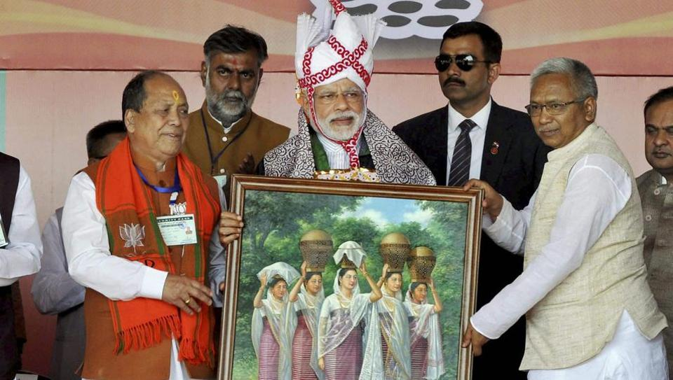 Prime Minister Narendra Modi with BJP Manipur president Vhabananda (right) and senior party leader Th. Chaoba (left) at an election rally at Langjing Achouba ground, Imphal West.