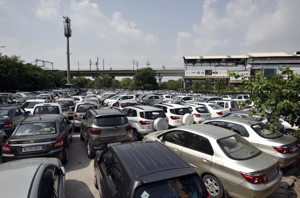 Delhiites are a pro at jugaads. even when it comes to parking.