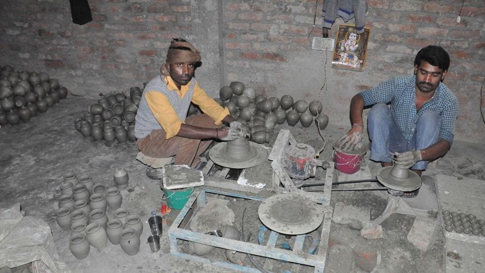 Battling with the shortage of clay, craftsmen in Nizamabad are trying hard to save black pottery.