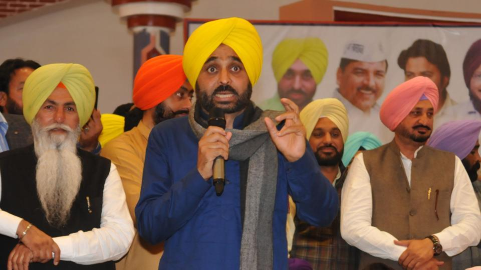 AAP leader Bhagwant Mann addressing during thanksgiving show at Nakodar, on Sunday.