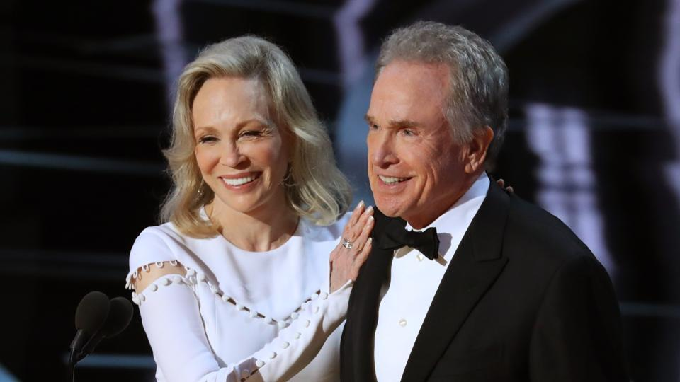Warren Beatty and Faye Dunaway present for Best Picture at the 89th Academy Awards.