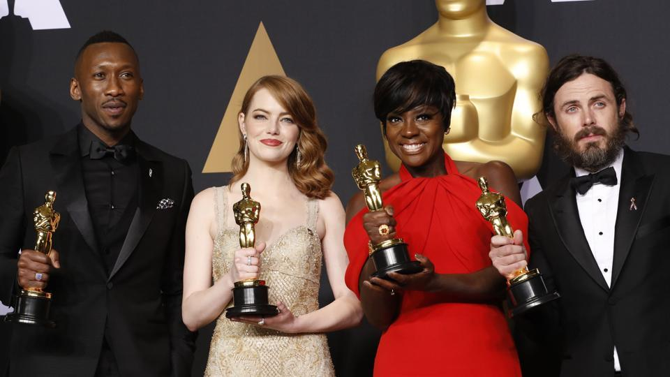 Best Supporting Actor Mahershala Ali, for Moonlight, Best Actress Emma Stone for La La Land, Best Supporting Actress Viola Davis, for Fences and Best Actor Casey Affleck for Manchester by the Sea (L-R), hold their Oscars.