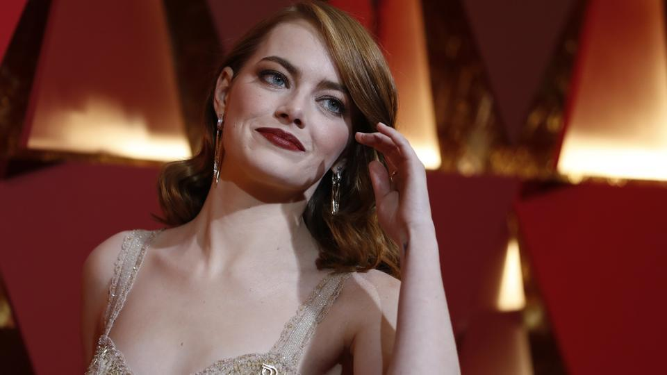Emma Stone poses for shutterbugs on the red carpet at the Acacemy Awards. (REUTERS)