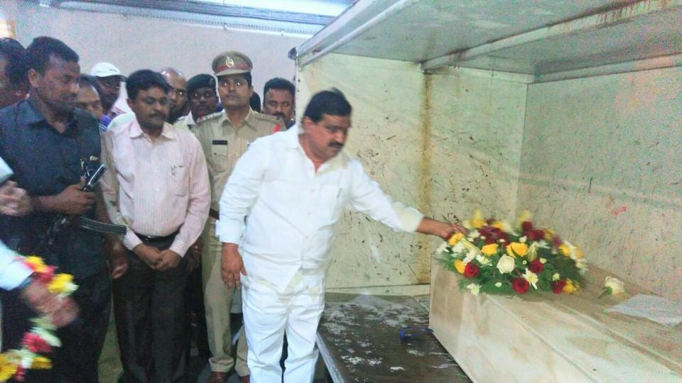 Telangana minister K Mahender Reddy placing a wreath on the coffin of Kuchibhotla Srinivas at the Hyderabad airport.