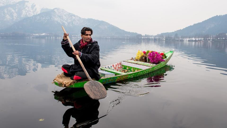 A typical scene of a hawker on a Shikara on the Dal Lake in Kashmir. (Nilakkhya Dutta)