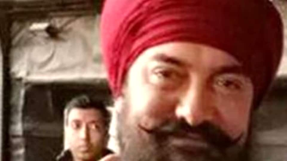 Aamir Khan sports a heavy beard and a turban in this new look.