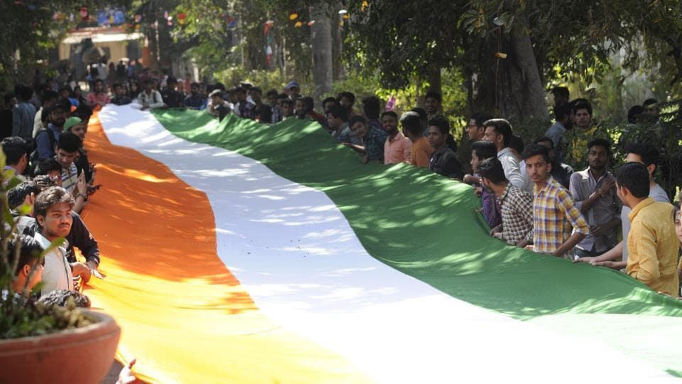 Akhil Bharatiya Vidyarthi Parishad (ABVP) members took out a Tiranga march while holding a 180 feet national flag from Rajmas College to the Faculty of Arts at Delhi University, New Delhi. (Burhaan Kinu/HT PHOTO)